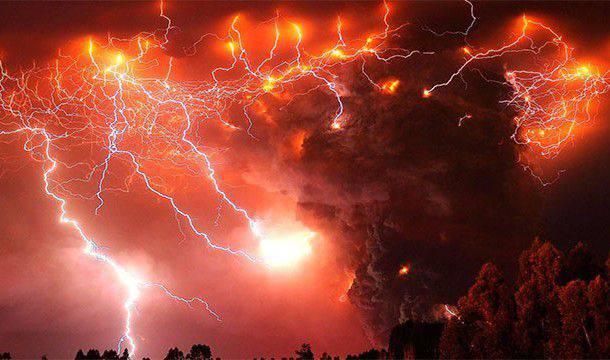 éclairs volcaniques