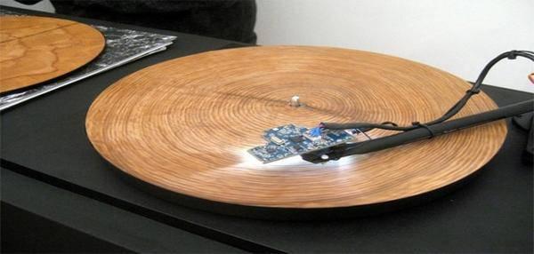 arbre sur un tourne-disque