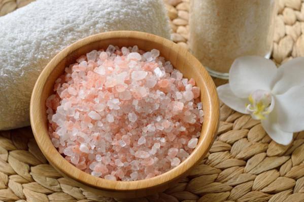 sel rose de l'himalaya en cuisine