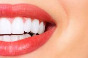 nettoyer ses dents avec de l huile de coco