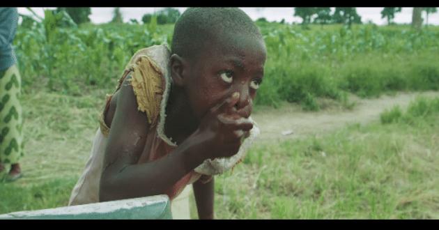 enfants zambiens ont accès à l' eau potable