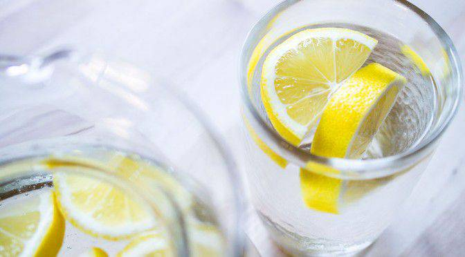 boire-de- l-eau-citronnée (2)
