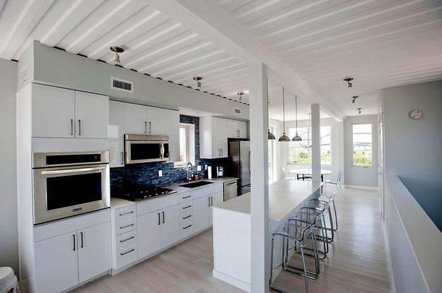 23 maisons magnifiques surprenantes construites partir de conteneurs - Maison container interieur ...