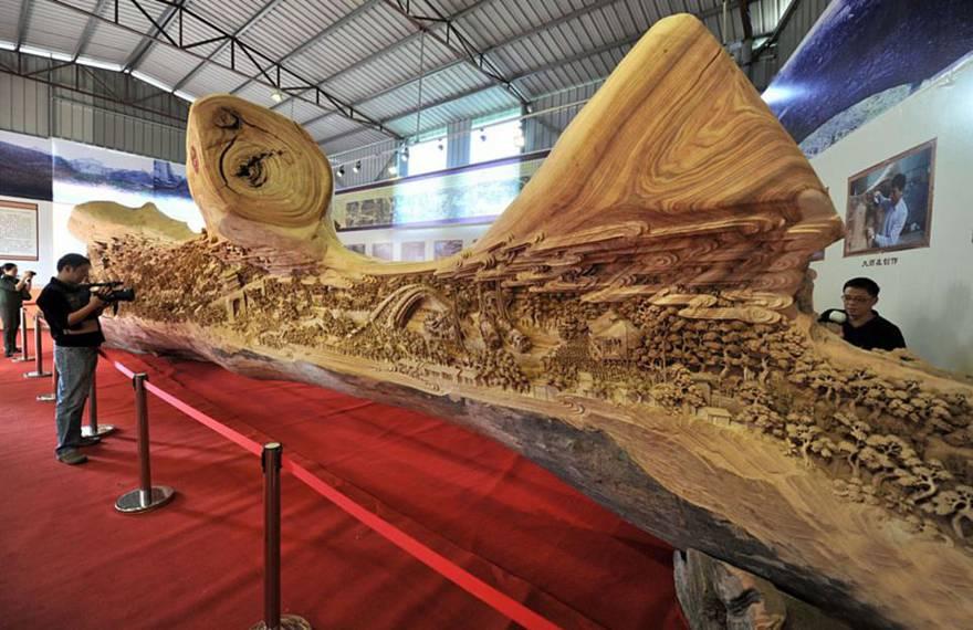Un artiste a passé 4 ans à sculpter la plus longue sculpture en bois ~ Bloc De Bois A Sculpter