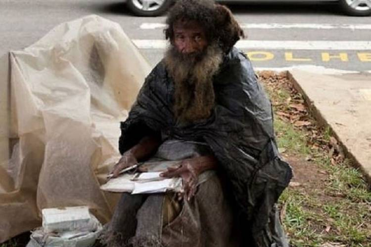 Chaque jour depuis 35 ans, un sans-abri écrit une lettre.. La raison vous touchera droit au cœur!