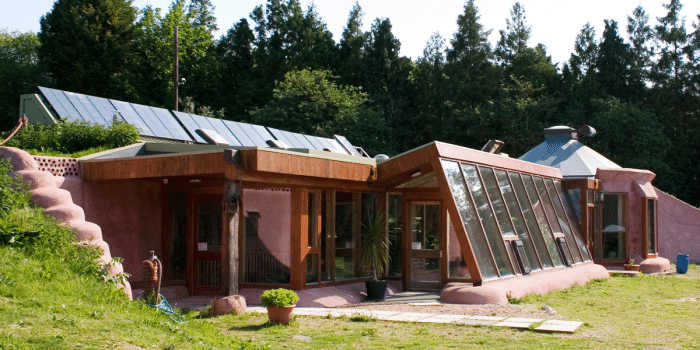 Comment construire une maison totalement autonome sans le for Living off the grid house plans