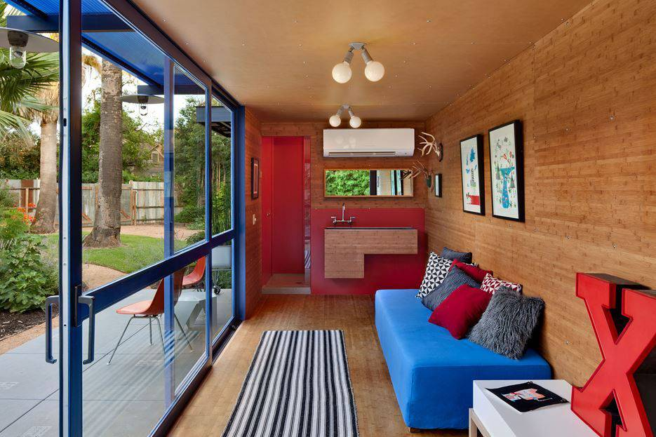 Container Guest House - living room