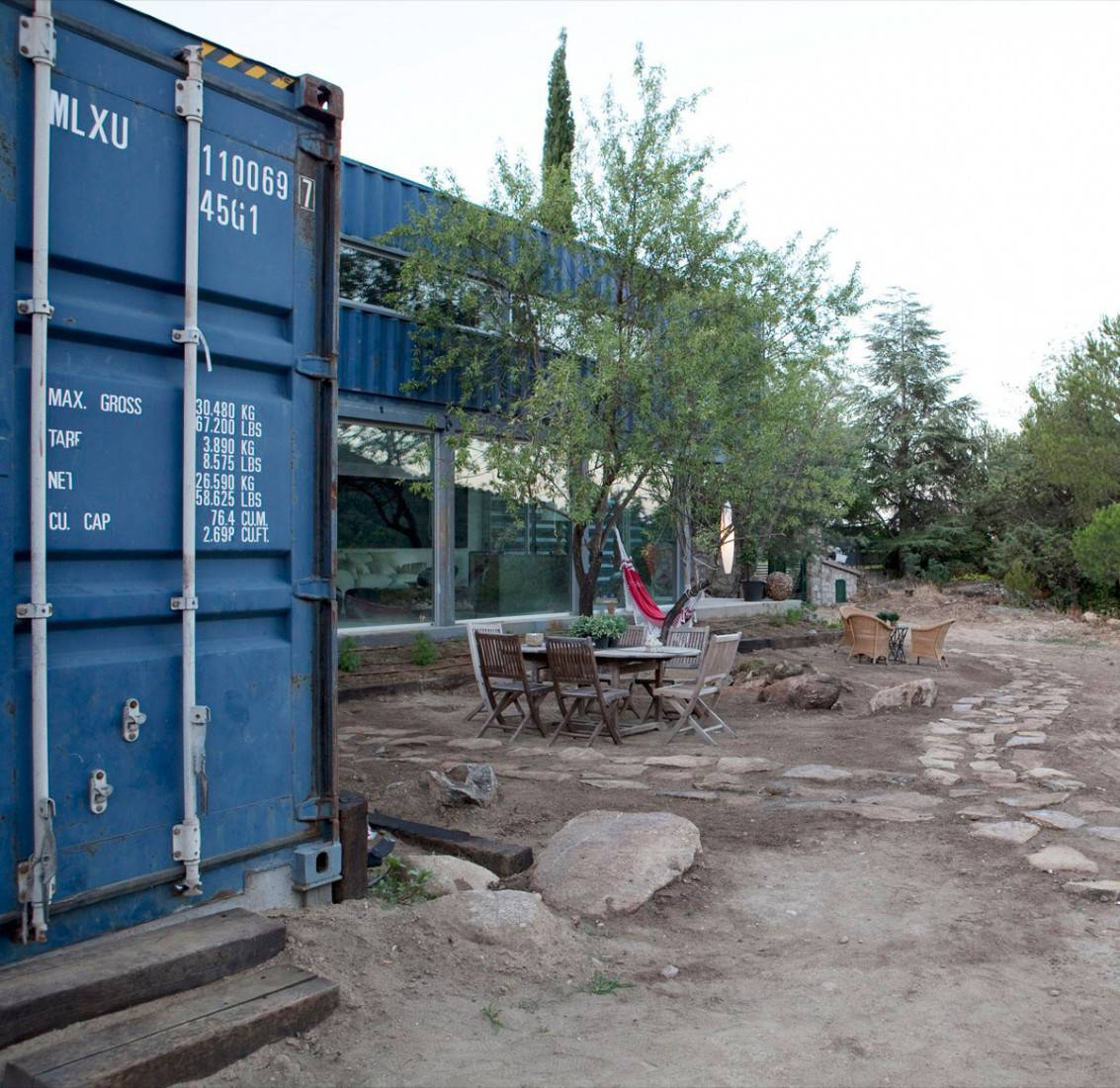 Shipping Container House in El Tiemblo Blue