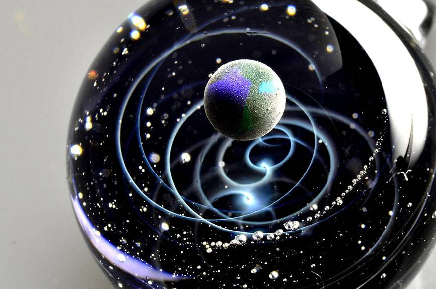espace-verre-planètes-galaxies-étoiles-pendentifs-satoshi-tomizu-9