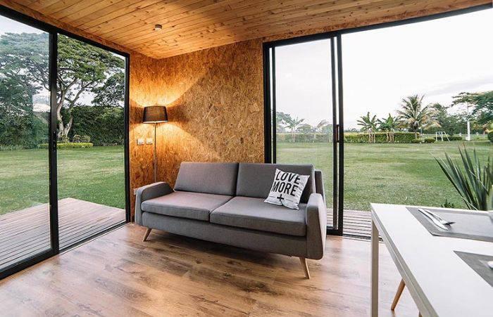 cette petite maison livr e en kit se monte et se d monte. Black Bedroom Furniture Sets. Home Design Ideas