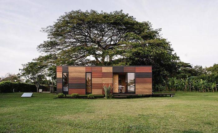 cette petite maison livr e en kit se monte et se d monte tr s facilement. Black Bedroom Furniture Sets. Home Design Ideas