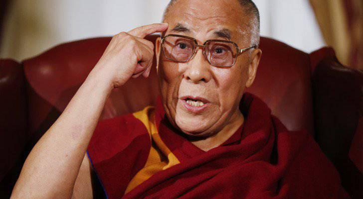Le 14ème Dalaï Lama du Tibet retient toujours beaucoup l'attention, et pour une bonne raison. Dernièrement, il a dit au monde que le fait de simplement prier n'est pas la réponse à l'i