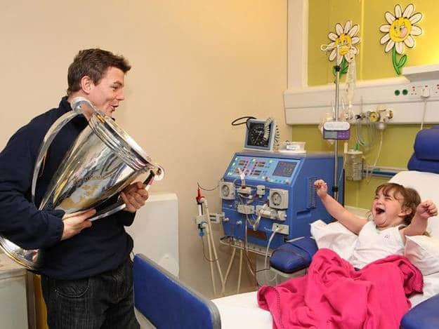 The famous rugby player who visited his biggest fan in the hospital