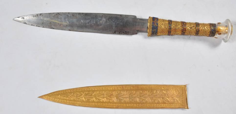Poignard à lame de fer d'origine météoritique retrouvé sur la dépouille du pharaon Toutankhamon. Longueur: 34,2 cm CREDIT: Daniela Comelli