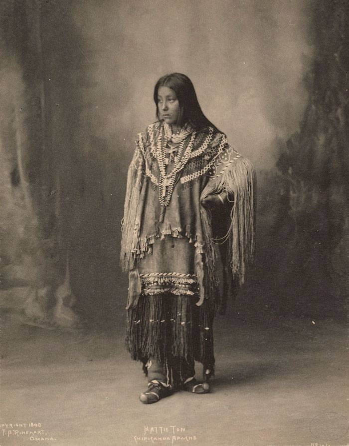 vintage-native-american-girls-portrait-photography-1-575a5eb65d1ca__700amérindiennes-amérindiennes
