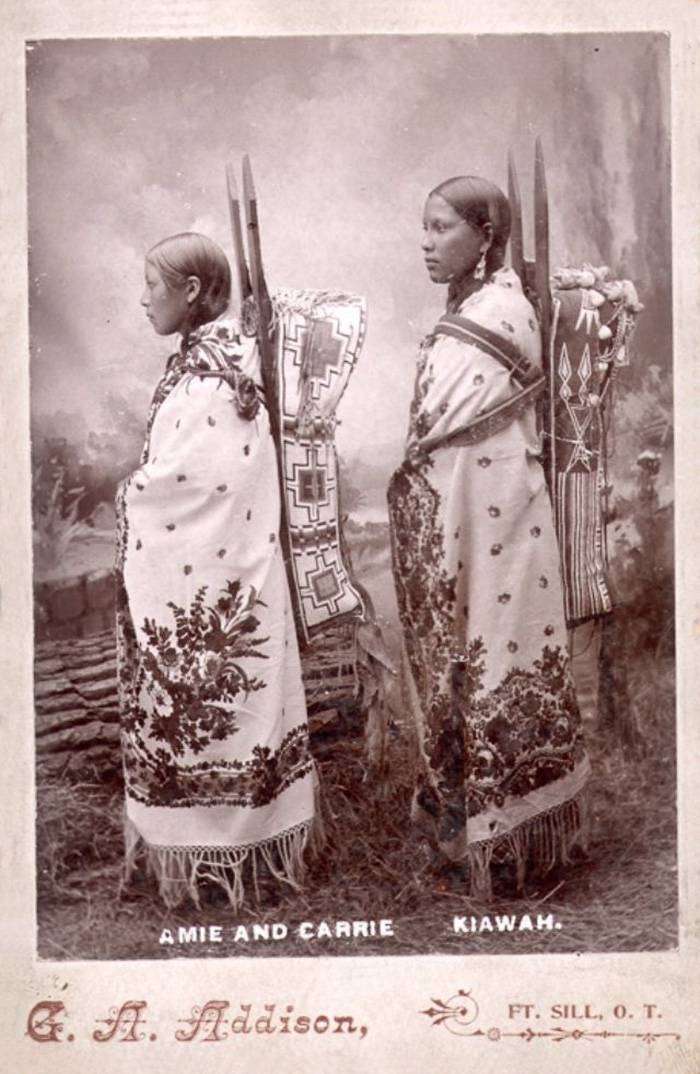 vintage-native-american-girls-portrait-photography-10-575a6b86cfd95__700amérindiennes-amérindiennes