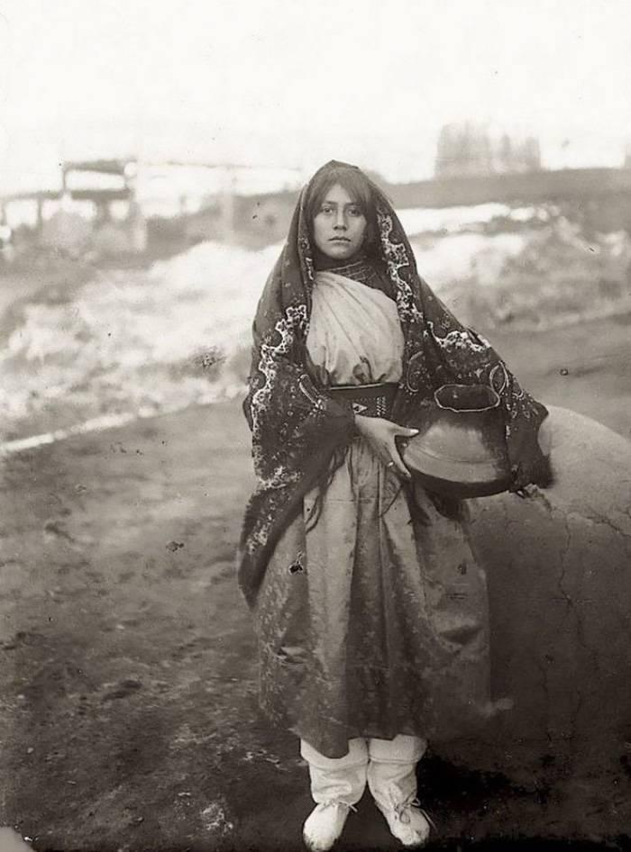 vintage-native-american-girls-portrait-photography-11-575a6e6d7fc0e__700amérindiennes-amérindiennes