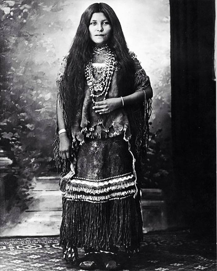 vintage-native-american-girls-portrait-photography-12-575a6d275bec2__700amérindiennes-amérindiennes