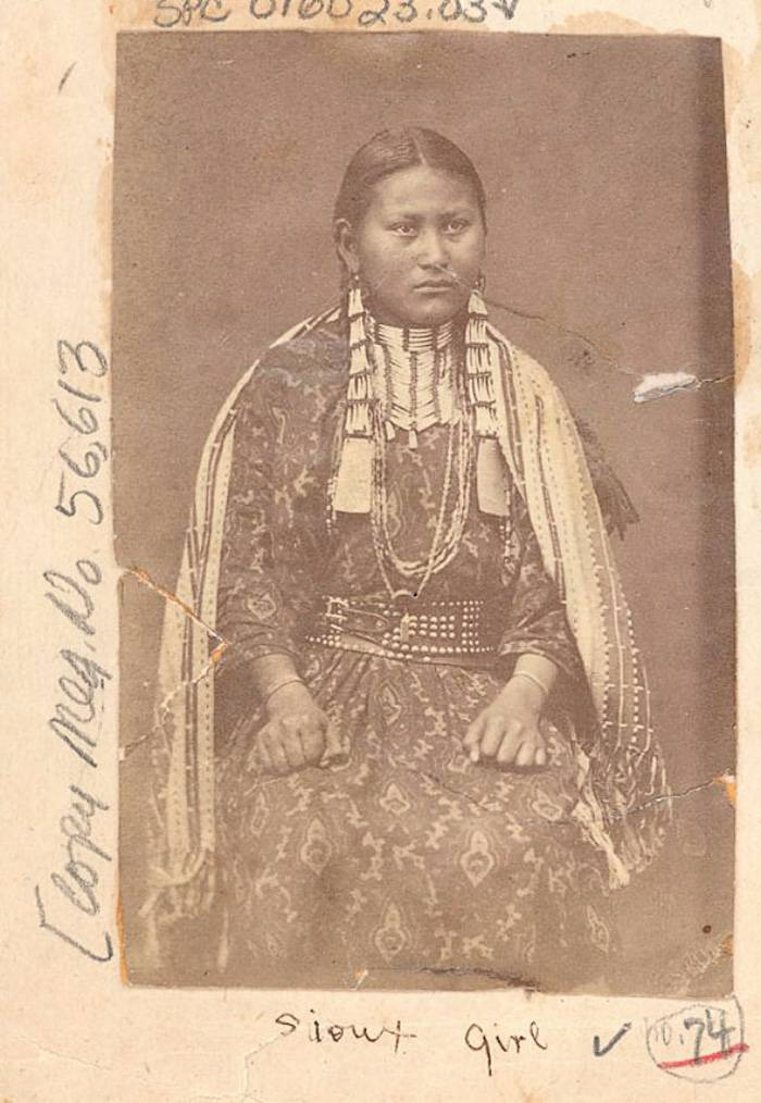 vintage-native-american-girls-portrait-photography-16-575a747abb36a__700amérindiennes-amérindiennes