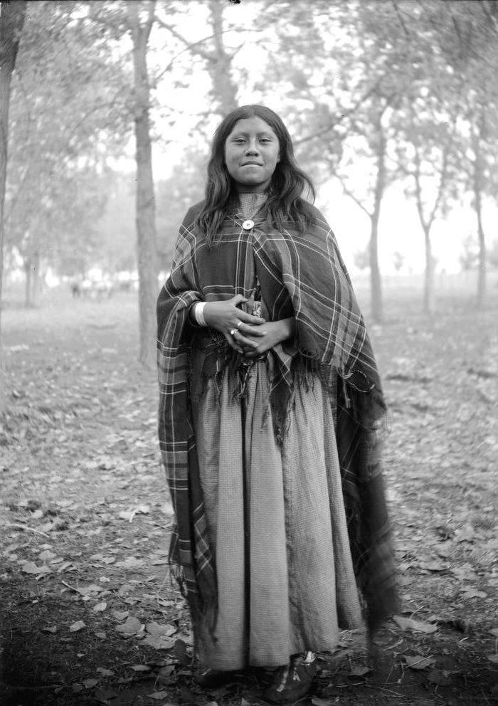 vintage-native-american-girls-portrait-photography-18-575a7631c4d60__700amérindiennes-amérindiennes
