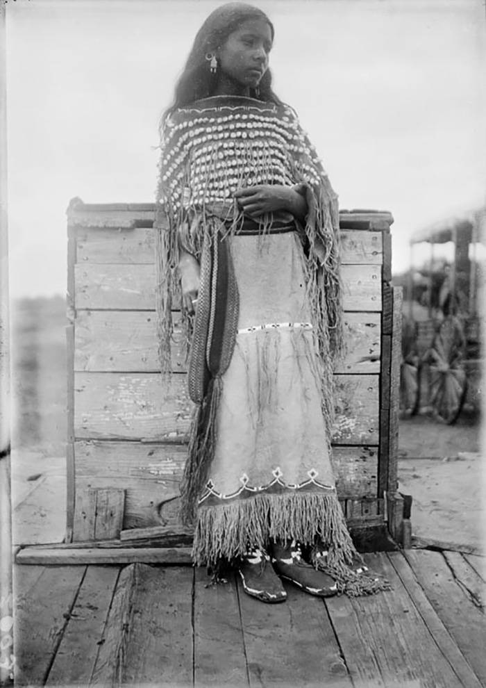vintage-native-american-girls-portrait-photography-19-575a772d5c917__700amérindiennes-amérindiennes