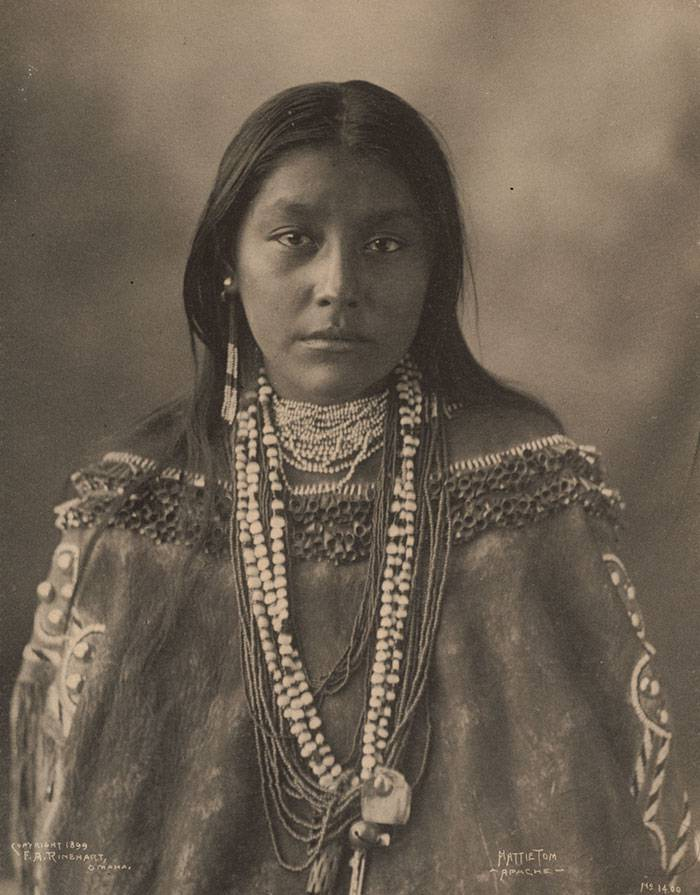 vintage-native-american-girls-portrait-photography-2-575a5eb8ae773__700amérindiennes-amérindiennes