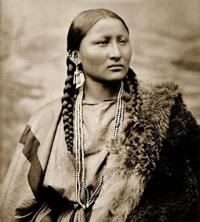 vintage-native-american-girls-portrait-photography-20-575a776bd700f__700amérindiennes-amérindiennes