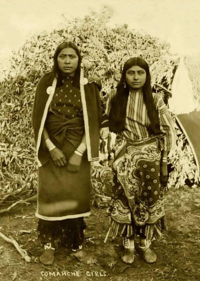 vintage-native-american-girls-portrait-photography-21-575a783e9c37a__700amérindiennes-amérindiennes