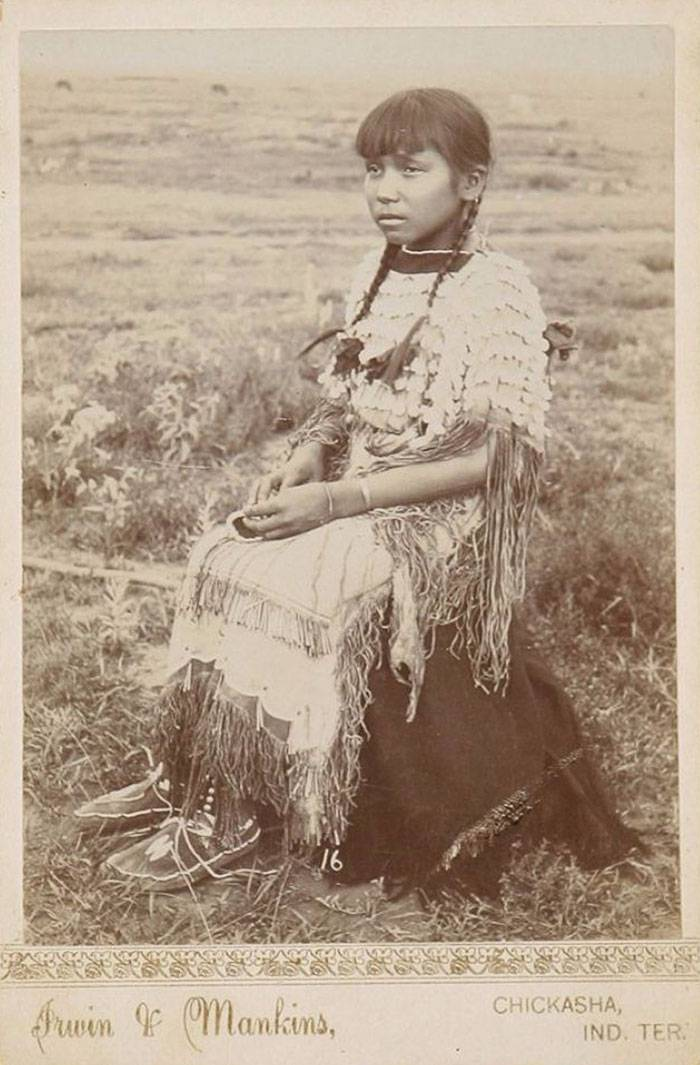 vintage-native-american-girls-portrait-photography-23-575a7a883ae53__700amérindiennes-amérindiennes