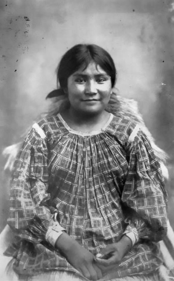 vintage-native-american-girls-portrait-photography-24-575a7b91e2edb__700amérindiennes-amérindiennes