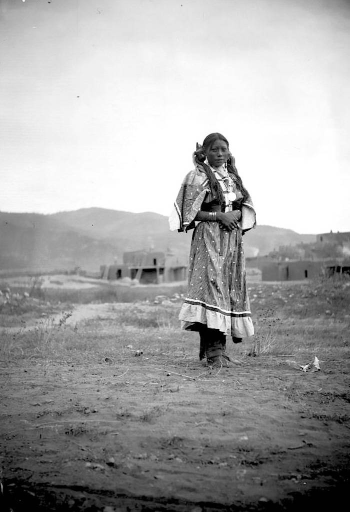 vintage-native-american-girls-portrait-photography-26-575a7d40ba700__700amérindiennes-amérindiennes
