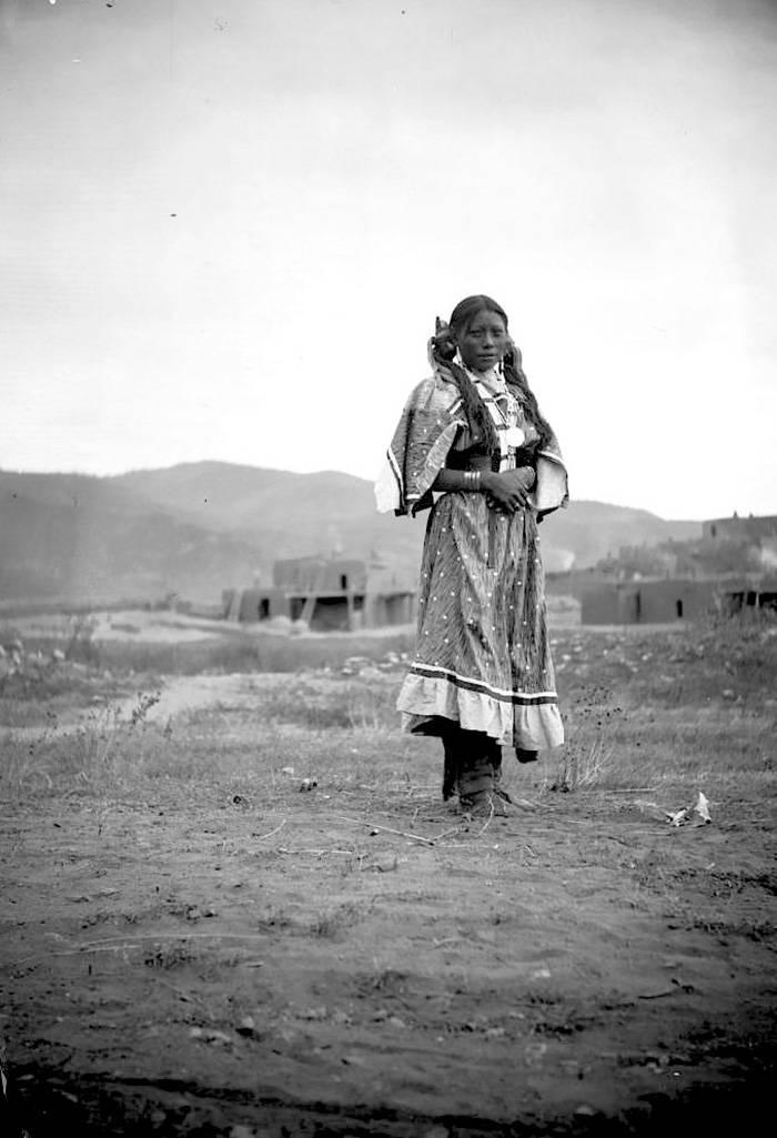 vintage-native-american-girls-portrait-photography-26-575a7d40ba700__700amérindiennes-amérindiennes