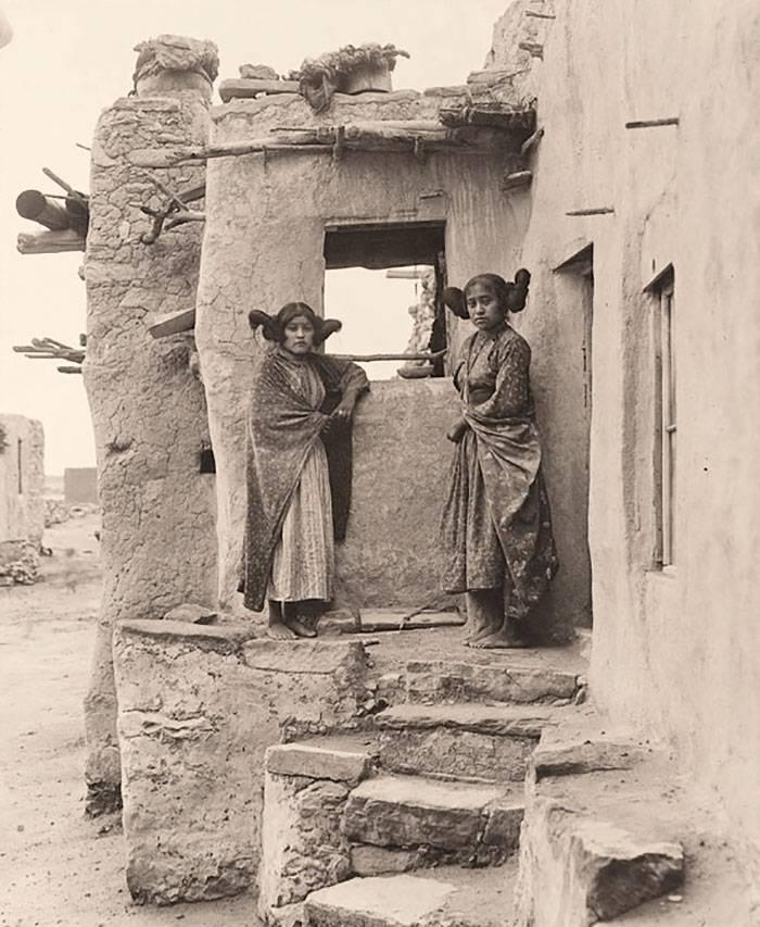vintage-native-american-girls-portrait-photography-29-575a7eb86ec09__700amérindiennes-amérindiennes