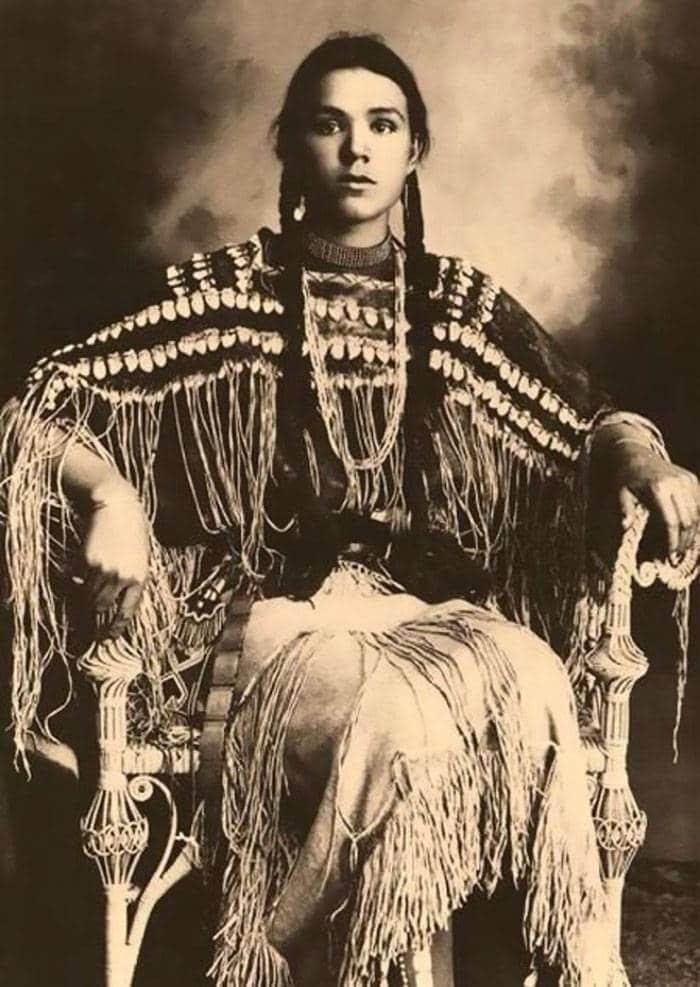vintage-native-american-girls-portrait-photography-3-575a5ebad17a7__700amérindiennes-amérindiennes