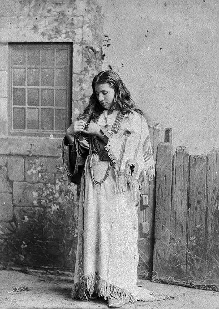 vintage-native-american-girls-portrait-photography-32-575a81e6260cb__700amérindiennes-amérindiennes