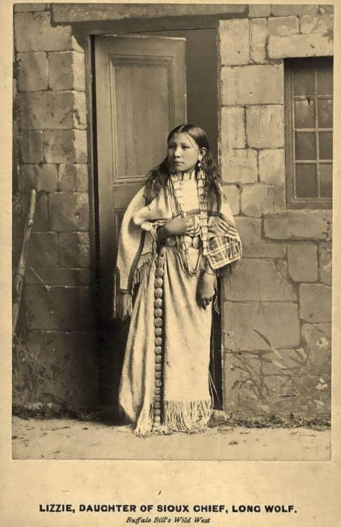 vintage-native-american-girls-portrait-photography-33-575a83c7c9fdf__700amérindiennes-amérindiennes