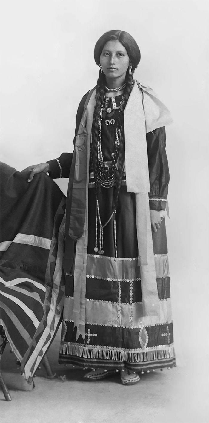 vintage-native-american-girls-portrait-photography-6-575a6556cdffd__700amérindiennes-amérindiennes