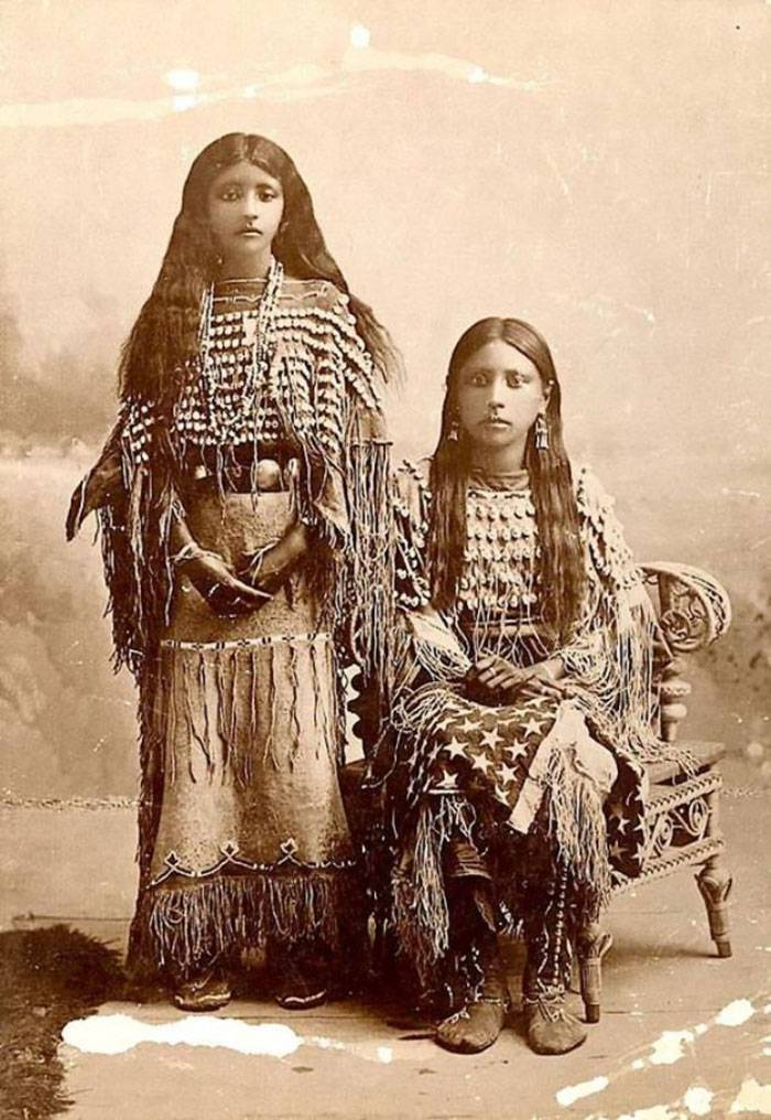 vintage-native-american-girls-portrait-photography-7-575a66598058a__700amérindiennes-amérindiennes