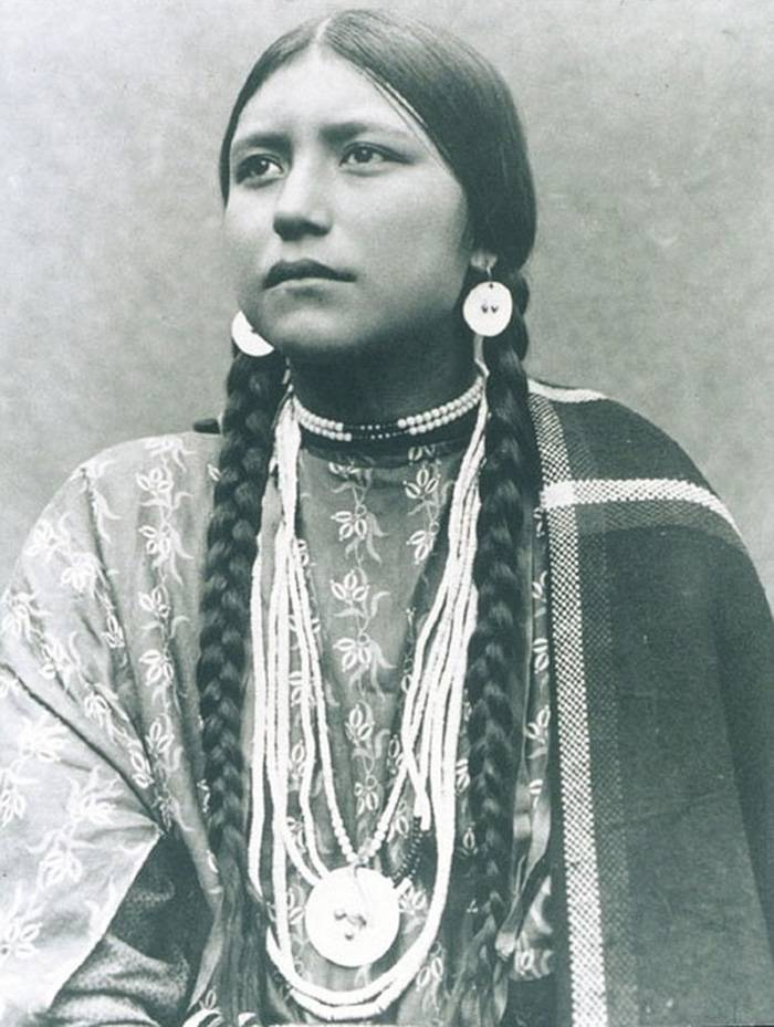 vintage-native-american-girls-portrait-photography-9-575a68df4ef86__700amérindiennes-amérindiennes