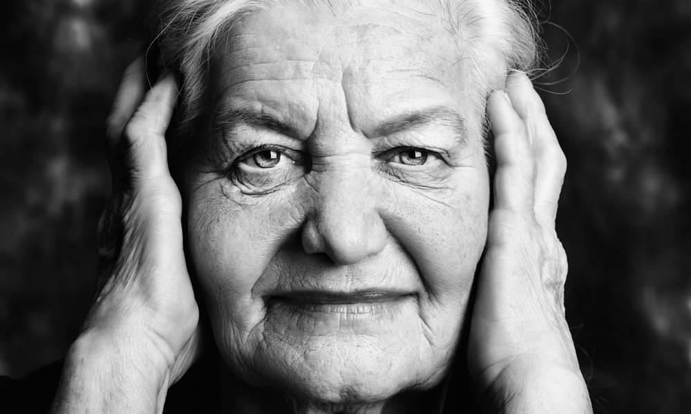 Ces leçons de vie ont largement été répandues grace à la colonne très populaire de Regina Brett. « Les 45 enseignements tirés d'une femme de 90 ans » ont initialement été publiés dans le journal Plain Dealer de Cleveland, Ohio.