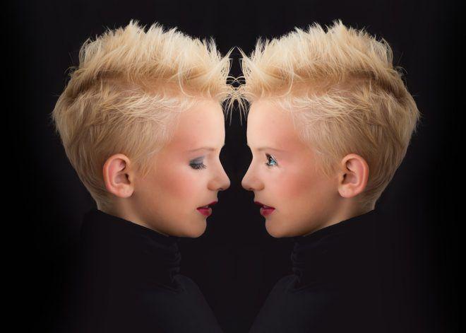Par définition, un narcissique accorde une importance excessive à son image, est vain et égoïste.