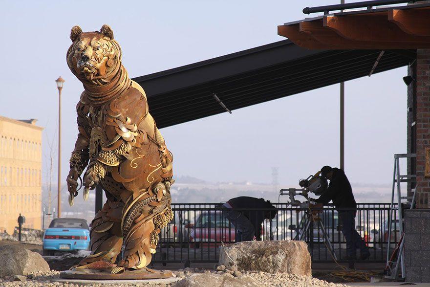 Un artiste transforme d'anciens équipements de ferme en de fabuleuses sculptures d'animaux.  Welded-scrap-metal-sculptures-john-lopez-10
