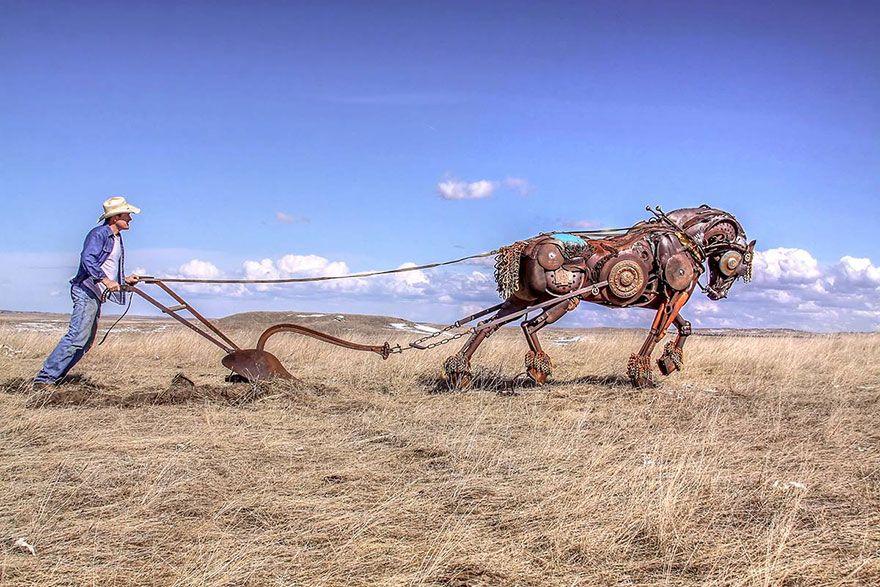 Un artiste transforme d'anciens équipements de ferme en de fabuleuses sculptures d'animaux.  Welded-scrap-metal-sculptures-john-lopez-22