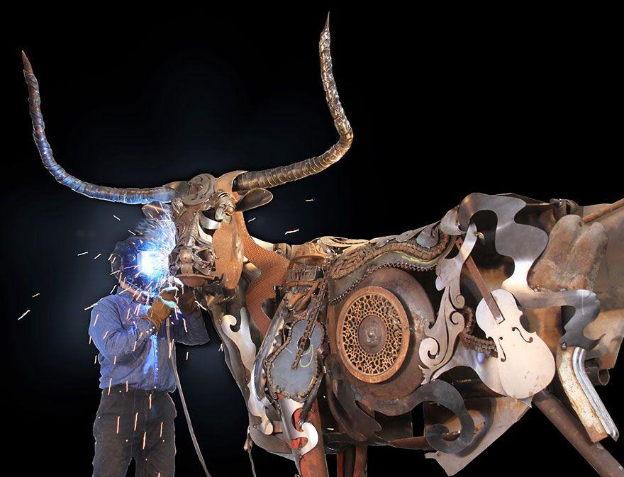Un artiste transforme d'anciens équipements de ferme en de fabuleuses sculptures d'animaux.  Welded-scrap-metal-sculptures-john-lopez-4