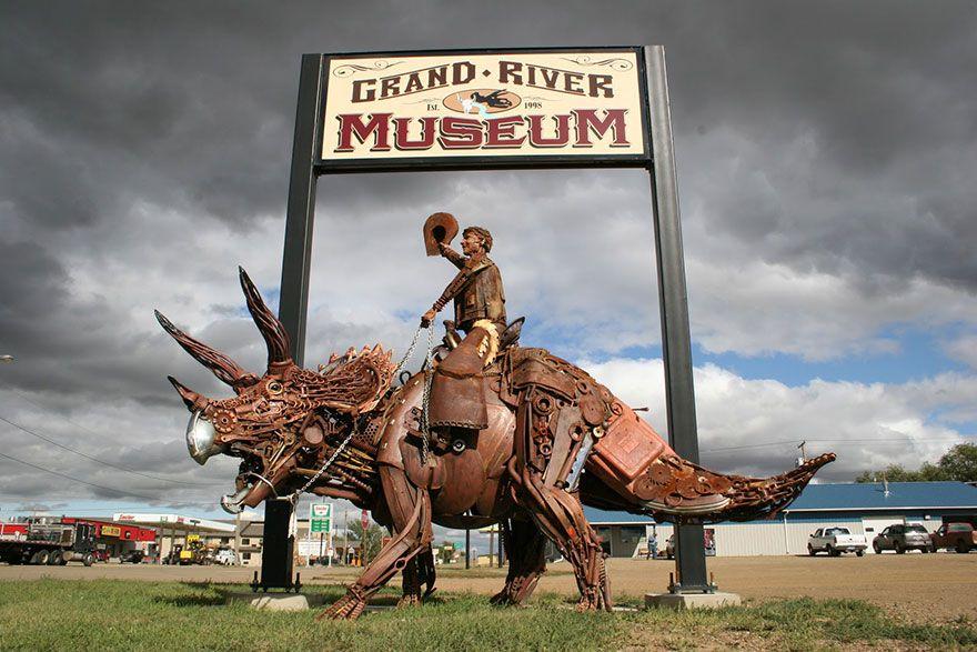 Un artiste transforme d'anciens équipements de ferme en de fabuleuses sculptures d'animaux.  Welded-scrap-metal-sculptures-john-lopez-9