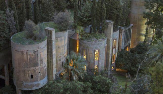 C'est en 1973 que l'architecte Ricardo Bofill a connu cette usine de ciment désaffectée: une relique de la Grande Guerre, sale et peu attrayante,