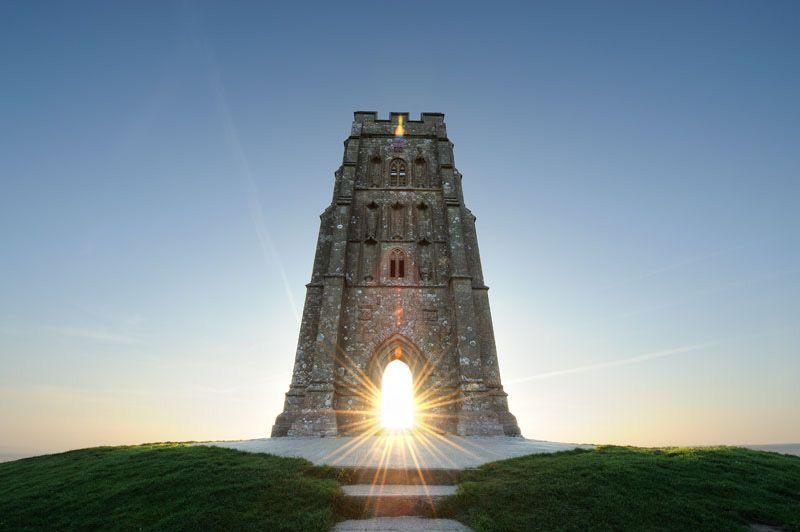 Glastonbury Tor est une colline située à Glastonbury, dans le comté du Somerset , en Angleterre.