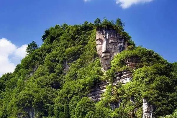 immense statue de Bouddha