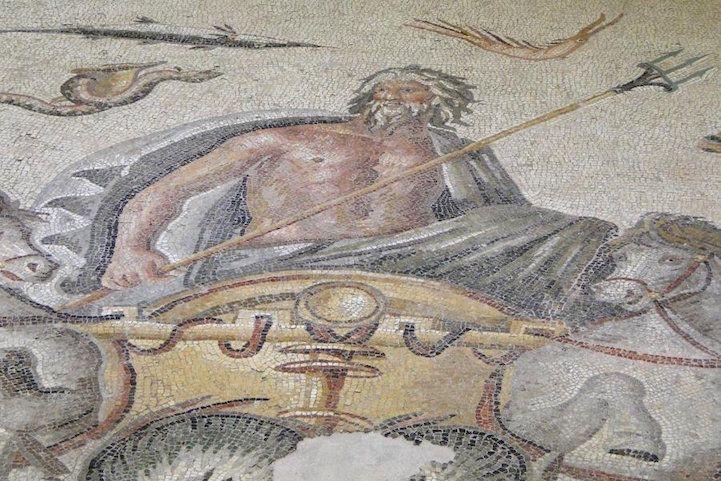 Des archéologues déterrent d'anciennes mosaïques grecques ...