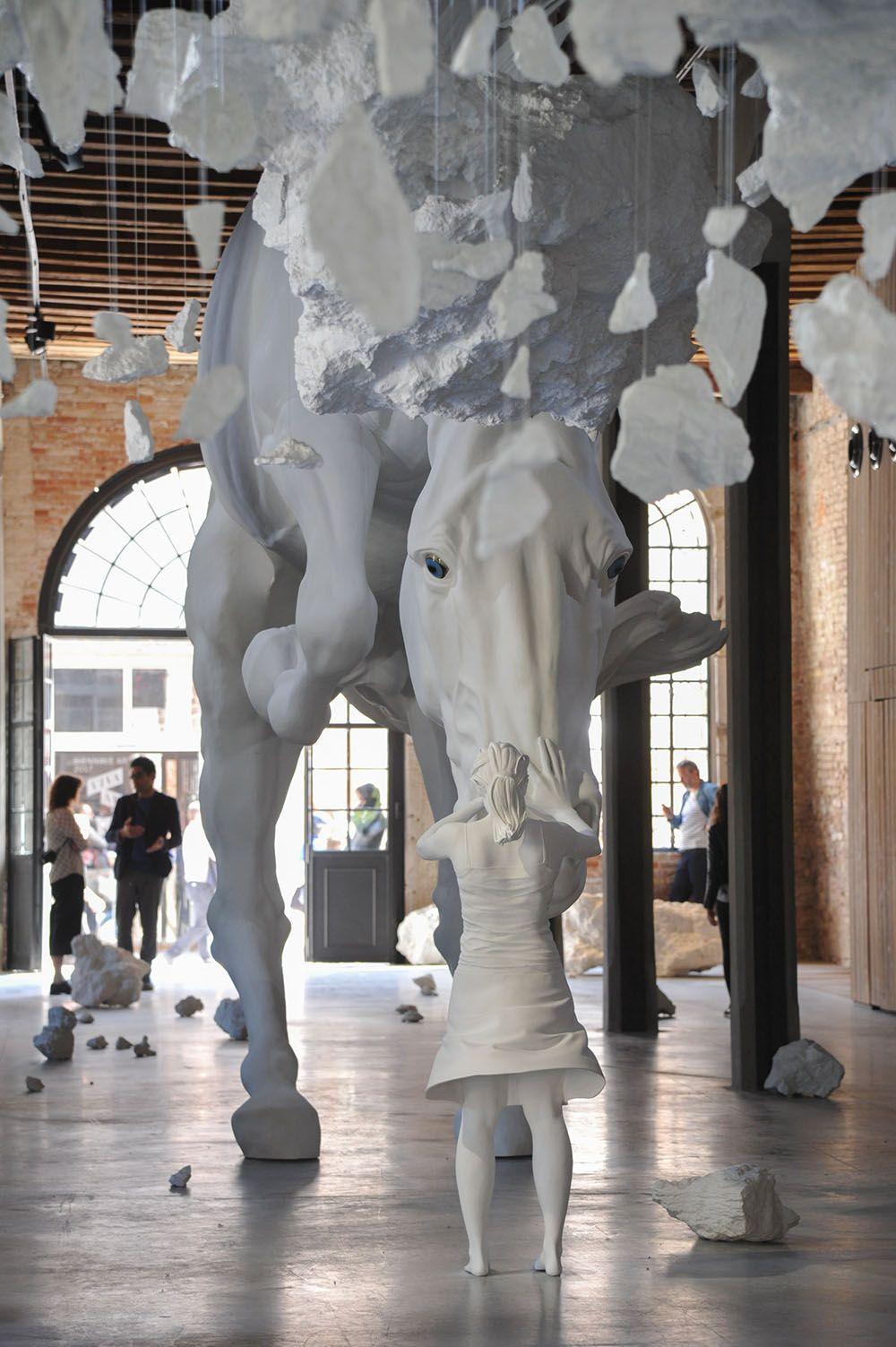 cheval blanc géant